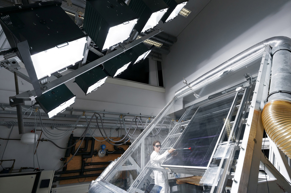 Indoor test stand with solar simulator
